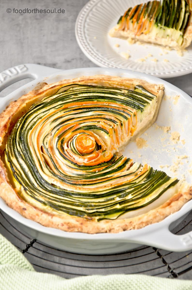 Vegane Spiral-Tarte mit Möhren und Zucchini