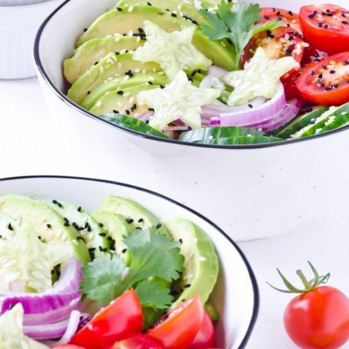 Sommerlicher Avocado Gurken Salat