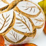 Roggenmischbrot mit Emmer Vollkorn und Breadscoring Herbstblätter