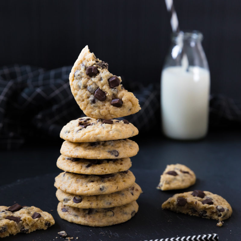 Ein Stapel Chocolate Chip Cookies