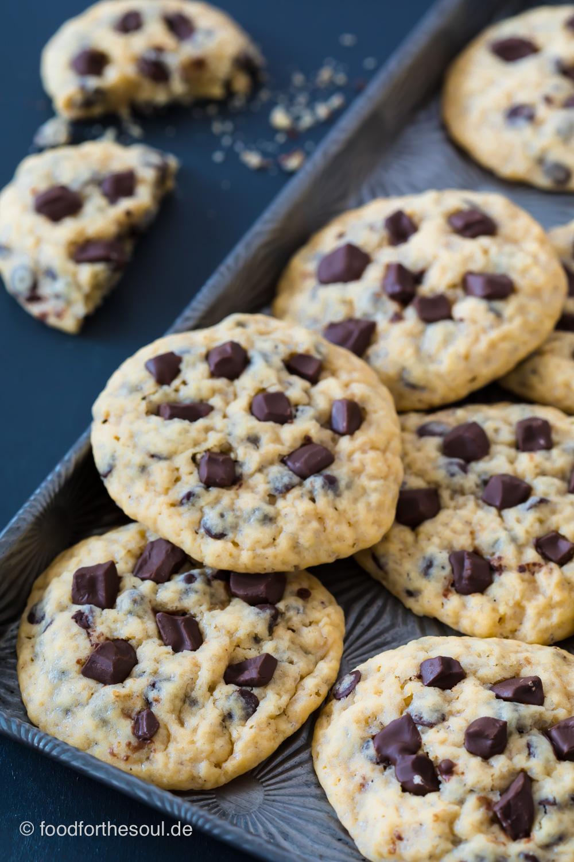 Ein Tablett mit Chocolate Chip Cookies