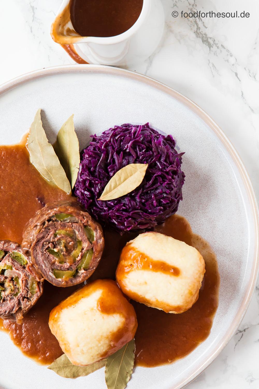 Rinder Rouladen mit Kartoffelknödel und Rotkohl