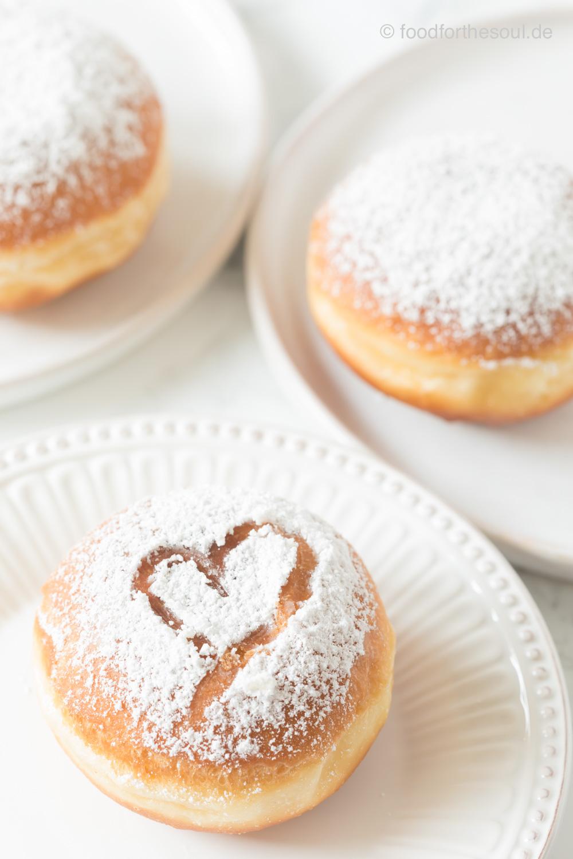 Krapfen Berliner Kreppel Pfannkuchen Rezept mit Pflaumenmus