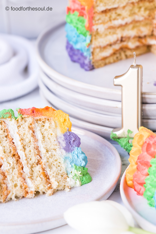 Cake Smash Torte in Regenbogenfarben #cake #smash #torte #regenbogentorte #regenbogen #rezept #geburtstag #kindergeburtstag #cakesmash #fotoshooting #fotografie #baby #kinder #geburtstagstorte