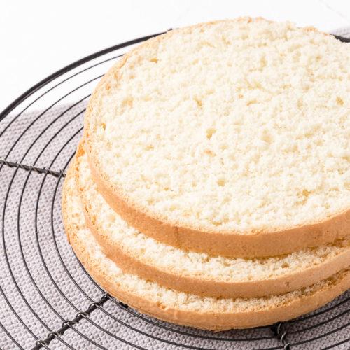 Der beste Bisquit für Torten und Bisquitrollen #bisquitboden #bisquit #bisquitteig #schnell #fluffig #einfach #leicht #tortenboden #backen #rezept #grundrezept #derbeste #torte #bisquitrolle