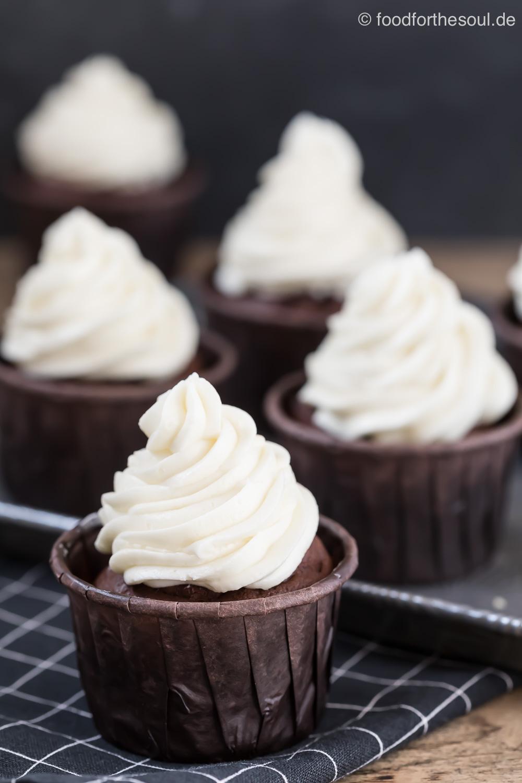 Deutsche Buttercreme - Rezept ohne Pudding #buttercreme #deutsch #fondanttauglich #ohnepudding #hell #cremig #beste #weltbeste #rezept #grundrezept #einfach #leicht
