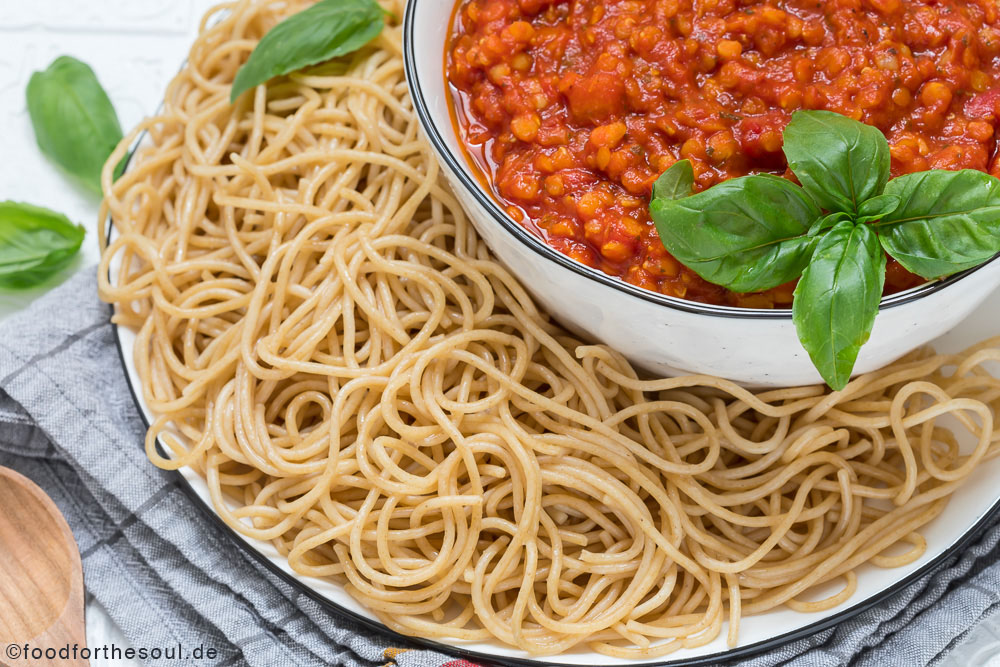 Rote Linsen-Bolognese mit Spaghetti food for the soul